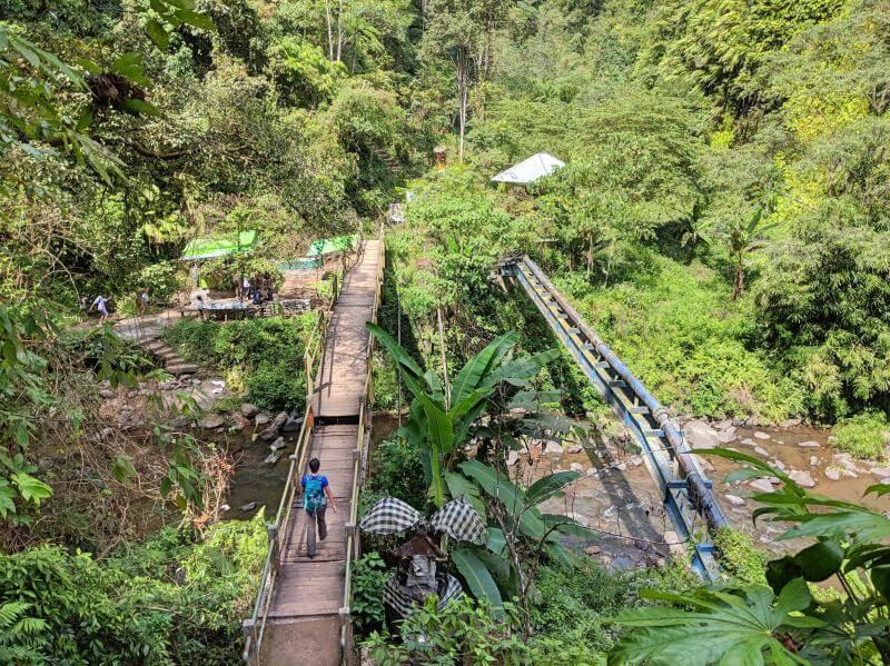 Sekumpul Waterfall in Bali: Crossing the bridge