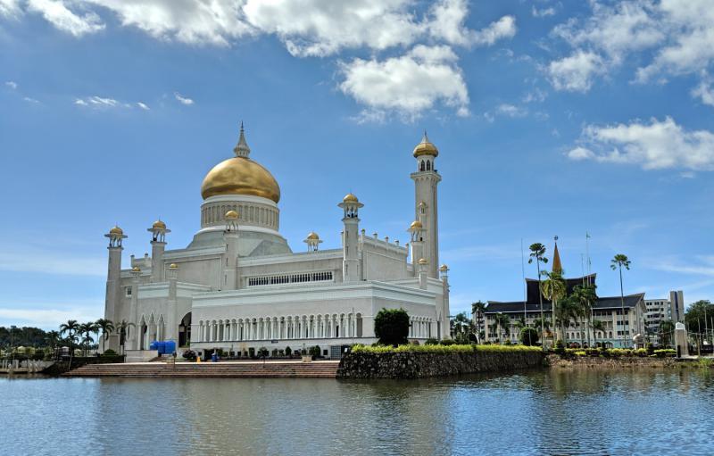 Brunei Layover: Sultan Omar Ali Saifuddien Mosque