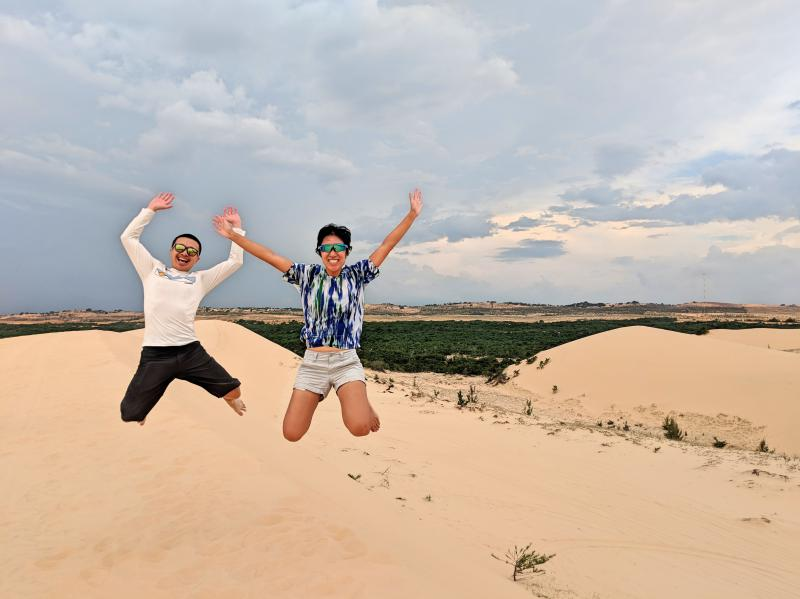 Justin Huynh and Jackie Szeto from Life Of Doing are in Mui Ne, Vietnam. They are jumping in the white sand dunes, which is a top thing to do in Mui Ne.