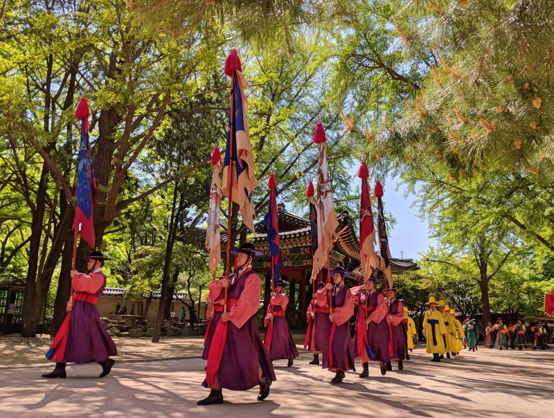 Seoul in 5 days: Deoksugung Palace's changing of the guards ceremony