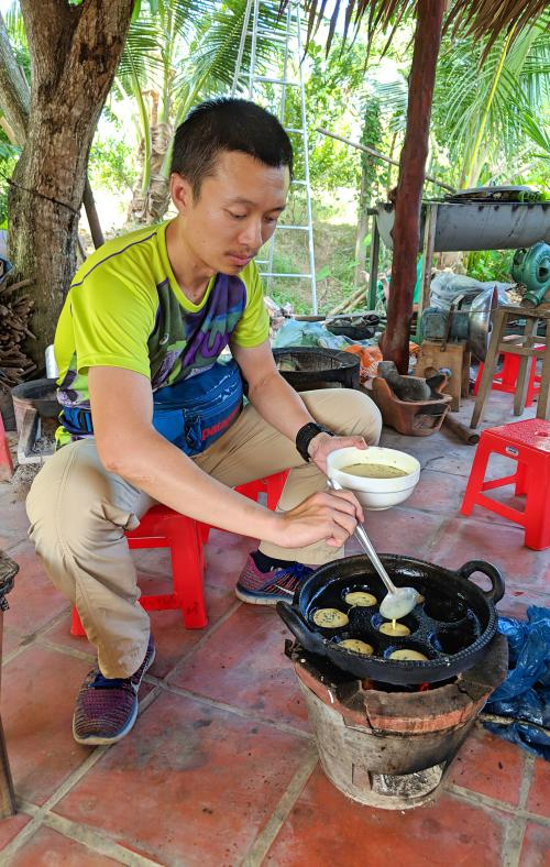 Can Tho, Vietnam: Making banh khot at Con Son Ecotourism Area