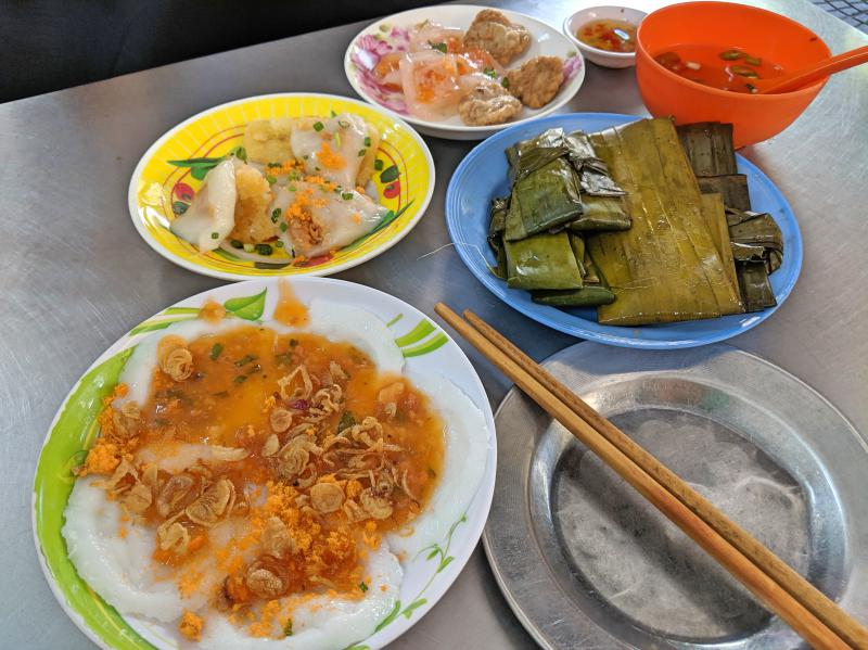 Banh beo is a delicious snack made from flour and tapioca flour and famous in central Vietnam. Try this place when you visit Danang.
