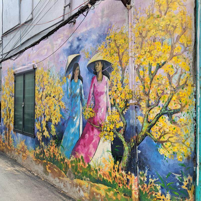Love the Vietnamese culture? Add a visit to see street art during your time in Danang. Danang's Fresco Village highlights Vietnamese culture and lifestyle such as the women wearing ao dai dresses.