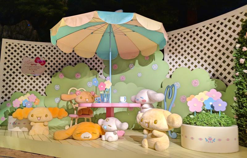 The Sanrio character boat ride at Sanrio Puroland is adorable. You'll see Hello Kitty and her friends as they are invited to a party. This photo has Cinnamoroll and friends.