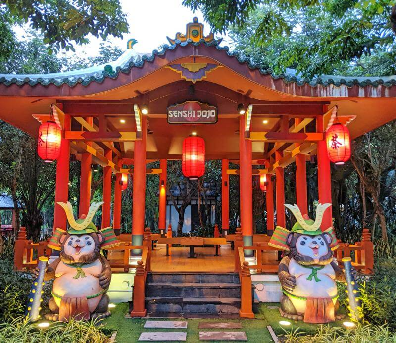 At Sun World Danang Wonders, the Japan Zone has Japanese inspired architecture such as the samurai raccoon dogs (tanuki).