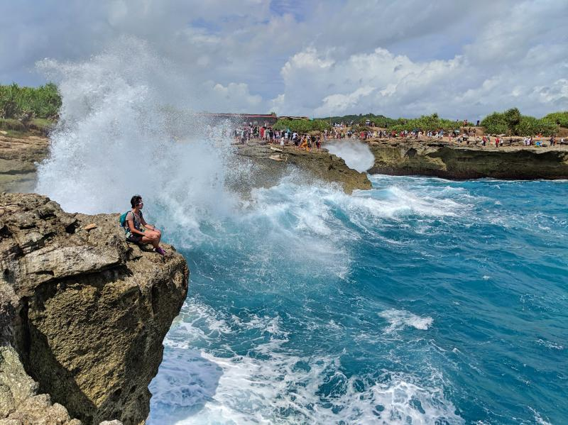 Jackie Szeto, Life Of Doing, watching the waves splash against the cliffs on Devil's Tear in Nusa Lembongan, Indonesia