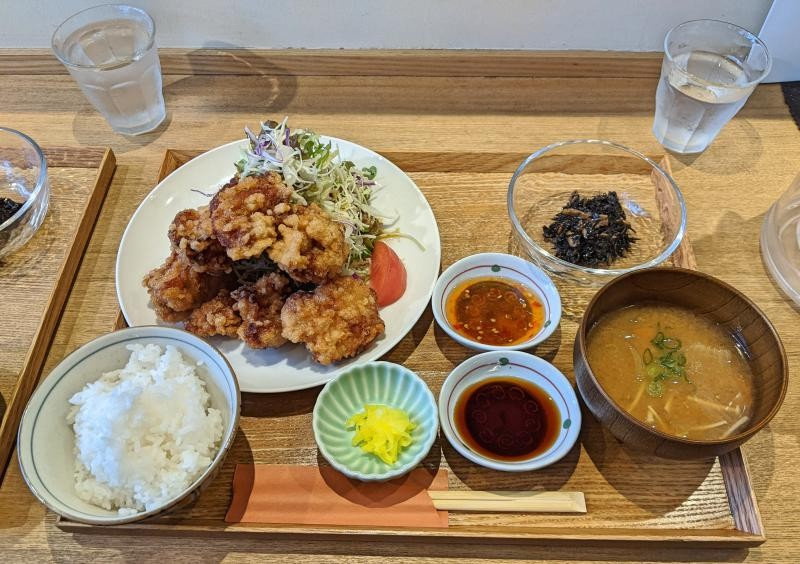 Lunch is served at Kitchen Horiguchi which includes fried chicken pieces, miso soup, seaweed, and rice. This is a fabulous place to eat in Okayama, Japan.