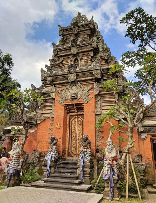 Ubud Palace is a top place to visit in Ubud, Bali, Indonesia. You'll beautiful Balinese temple architecture and statues.