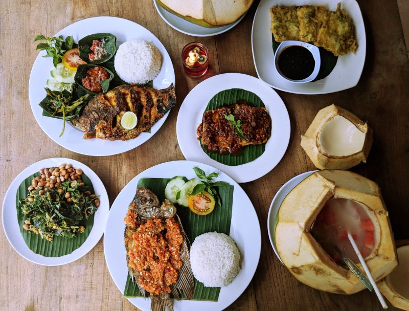 Warung Mina in Ubud is one of the best restaurants to try with fresh seafood of grilled fish and coconut drinks.