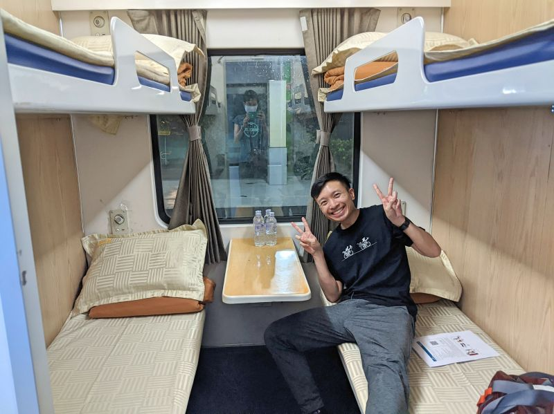 Justin Huynh, Life Of Doing, smiles on in the sleeper train from Ho Chi Minh City to Nha Trang, Vietnam