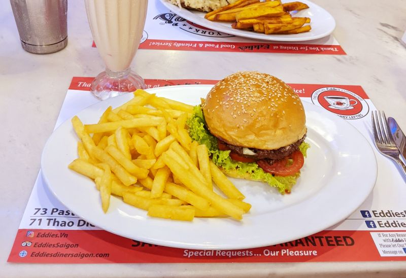 Hamburger with beef patty, tomato, lettuce and a side of fries