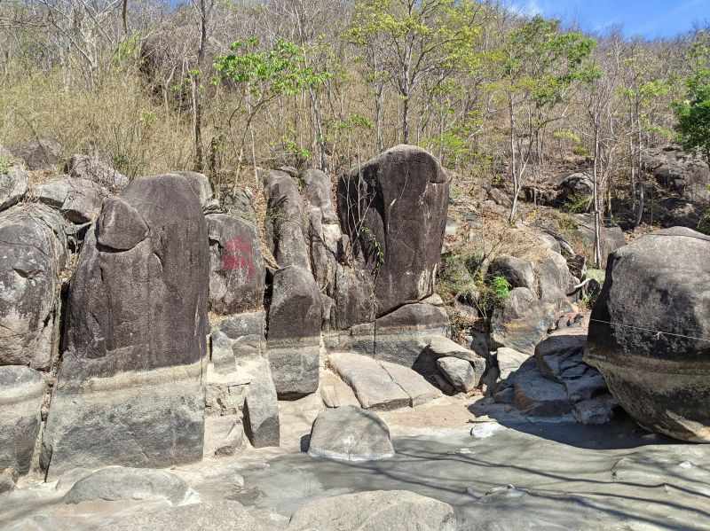 Large rocks with a water line that indicates the water level during rainy season