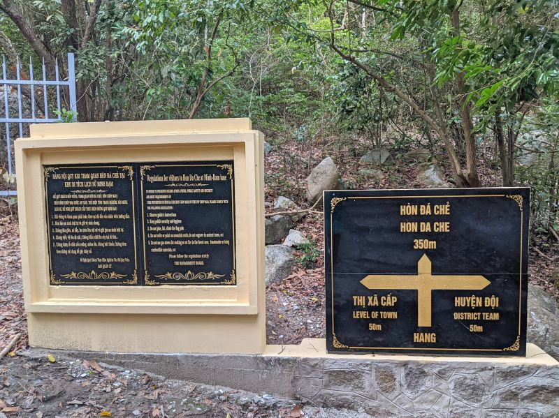 When hiking Minh Dam Mountain, you'll see this sign which will lead you to the flagpole area